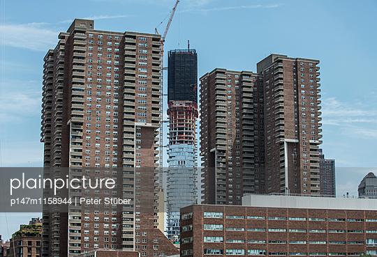 Wolkenkratzer in New York - p147m1158944 von Peter Stüber