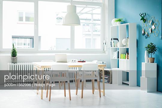 Modern homeoffice in a loft - p300m1562996 by Robijn Page