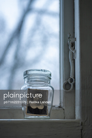 Photograph in a jar - p971m2231079 by Reilika Landen