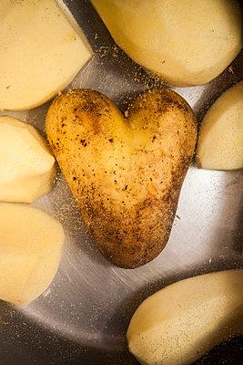 Potato love - p858m763297 by Lucja Romanowska