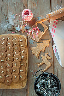 Christmas biscuits - p936m939720 by Mike Hofstetter