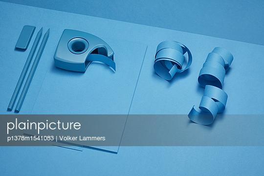 Bureau Monochrome - p1378m1541083 von Volker Lammers