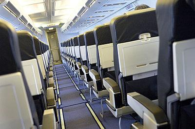 Economy class - p1048m812119 by Aviation