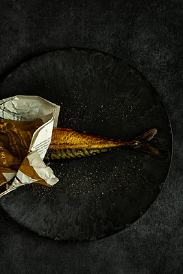 Mackerel wrapped in newspaper - p1276m2127038 by LIQUID