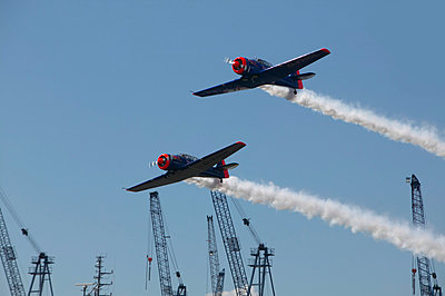 Germany, Hamburg, Airshow, historic propeller machine, anniversary of the harbour in 2008 - p300m879489 by Tom Hoenig