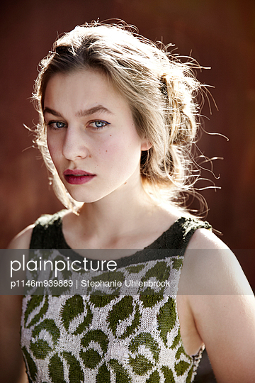 Portrait of a young woman - p1146m939889 by Stephanie Uhlenbrock