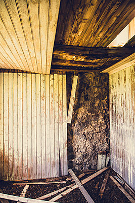 Old abandoned house in West Fjords, Iceland - p1084m986858 by Operation XZ