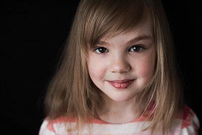 Girl in striped dress, portrait - p1642m2216187 by V-fokuse