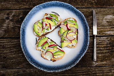 Avocado radish bread on plate - p300m1081453f by Sandra Roesch