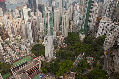 View from skyscrapers, Hong Kong, China - p429m1450691 by Nancy Honey