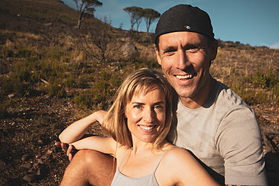 Sporty couple takes a break on hiking trip - p1640m2260965 by Holly & John