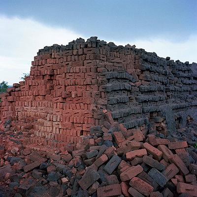 Bricks - p1160m951381 by Emilie Reynaud