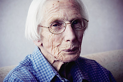 Old lady - p1670m2258987 by HANNAH
