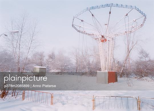 frozen playground - p378m2085899 by Anno Pieterse