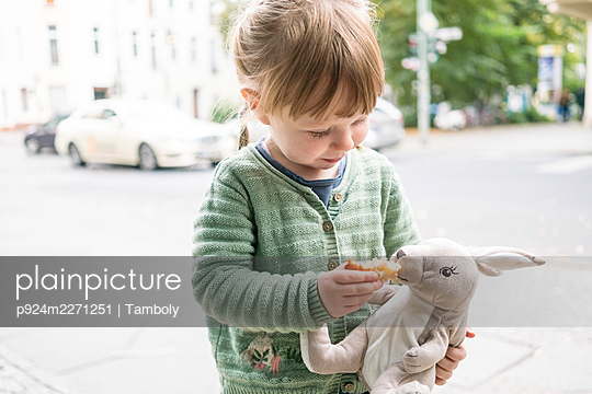 Girl (2-3) holding toy rabbit - p924m2271251 by Tamboly
