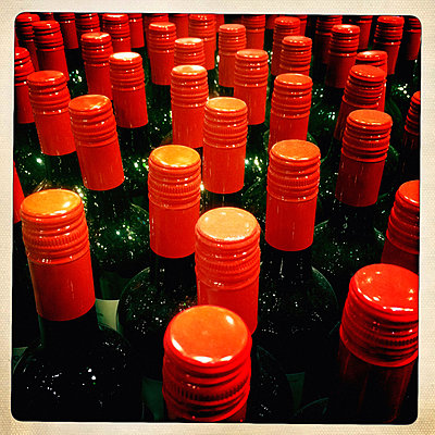 Bottle Cap - p586m890015 by Kniel Synnatzschke
