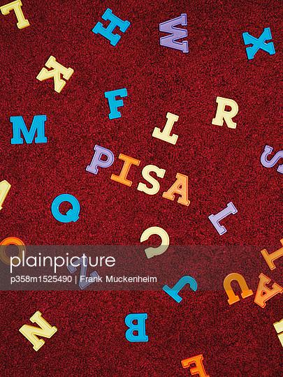 Pisa Studie - p358m1525490 von Frank Muckenheim