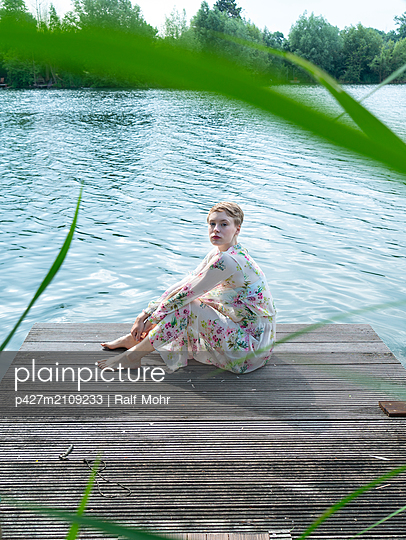 Woman by the lake - p427m2109233 by Ralf Mohr
