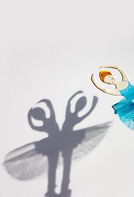 Shadow dance - p1657m2301065 by Kornelia Rumberg