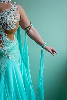 Female dancer - p427m2076146 by R. Mohr