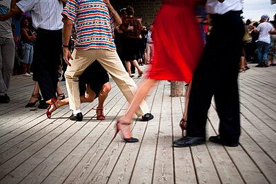 Tanzende Paare - p6000080 von Laura Stevens