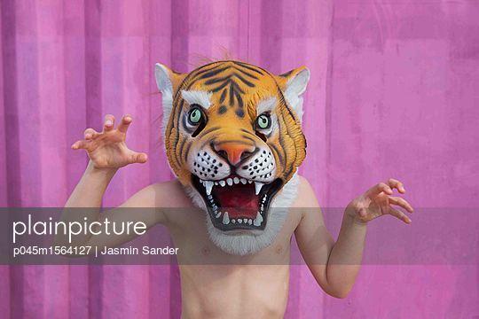 Angriffslustiger Tiger - p045m1564127 von Jasmin Sander