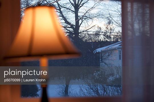 Blick in den verschneiten Garten - p5070099 von Lauren Krohn