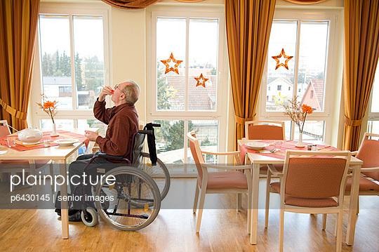 Speisesaal im Altenheim  - p6430145 von senior images