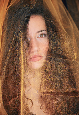 Young woman with bridal veil - p1695m2290960 by Dusica Paripovic