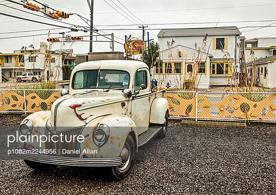 USA, Vintage Pickup  - p1082m2244956 by Daniel Allan