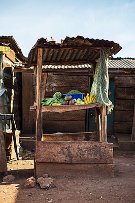 Africa, Uganda, Market stall - p1167m2283485 by Maria Schiffer