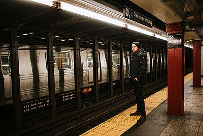 Single man in the subway, New York City - p1507m2196523 by Emma Grann