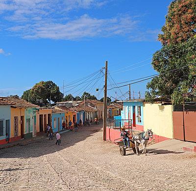Pferdegespann in Trinidad auf Kuba - p162m2076970 von Beate Bussenius