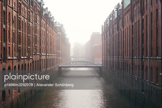 Speicherstadt - p1696m2292978 by Alexander Schönberg