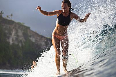 Indonesia, Bali, woman surfing - p300m1205943 by Konstantin Trubavin