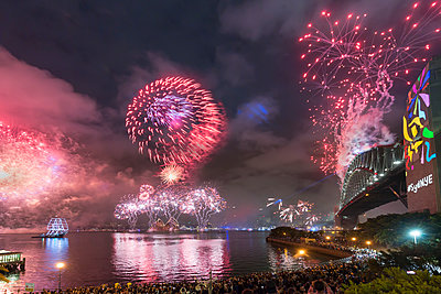 Australia, New South Wales, Sydney, Sydney Harbour Bridge and firework over city - p300m1579381 by Markus Kapferer