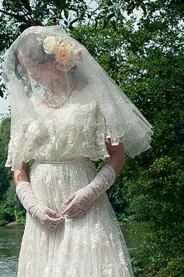 Traurige Braut - p7940445 von Mohamad Itani