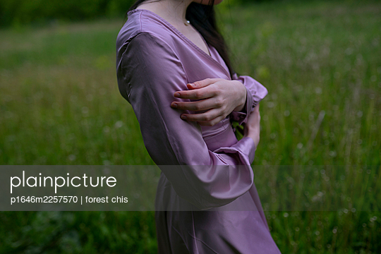 Woman wearing purple dress - p1646m2257570 by Slava Chistyakov