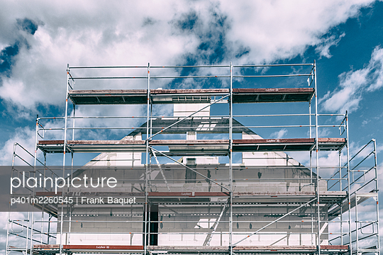 Shell with scaffolding - p401m2260545 by Frank Baquet