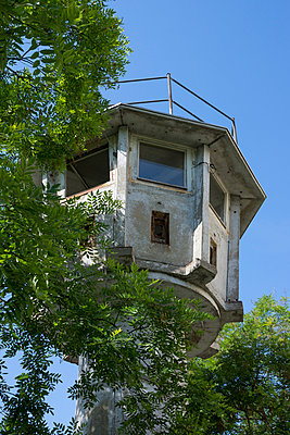 Germany, Berlin, Watchtower of the former GDR at Potsdam Square - p300m965127f by Wilfried Wirth
