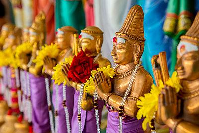 Ornate statues in Sri Mahamariamman temple, Kuala Lumpur, Federal Territory of Kuala Lumpur, Malaysia - p555m1420187 by Inti St Clair photography