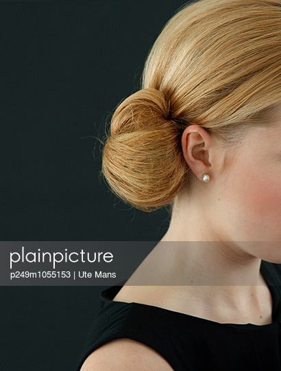 Pearl Earring - p249m1055153 by Ute Mans