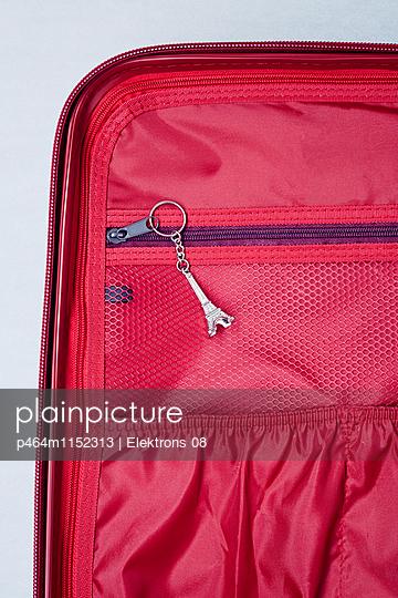 Reise-Koffer - p464m1152313 von Elektrons 08