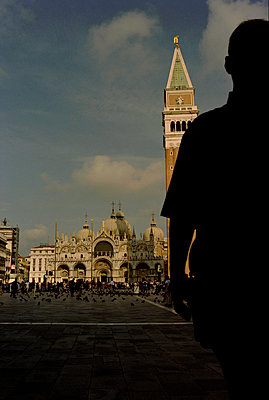 Man waiting, San Marco Square, Venice - p1028m2044066 by Jean Marmeisse