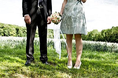Bride and groom - p1146m943307 by Stephanie Uhlenbrock