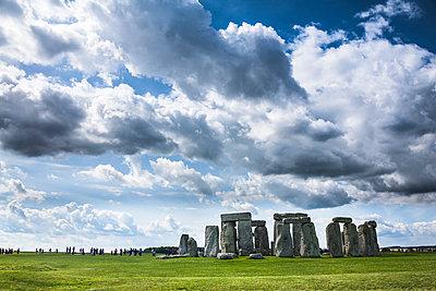 United Kingdom, England, Wiltshire, Stonehenge - p300m965389f by Dieter Schewig
