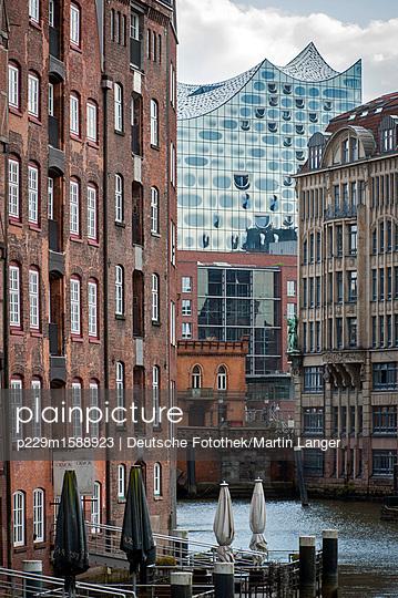 Speicherstadt - p229m1588923 von Martin Langer