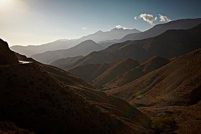Berge im abendlichen Gegenlicht - p1092m1108888 von Rolf Driesen