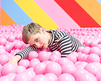 Woman in ball pool - p1332m2055042 by Tamboly
