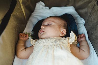Baby girl sleeping - p312m2146287 by Stina Gränfors